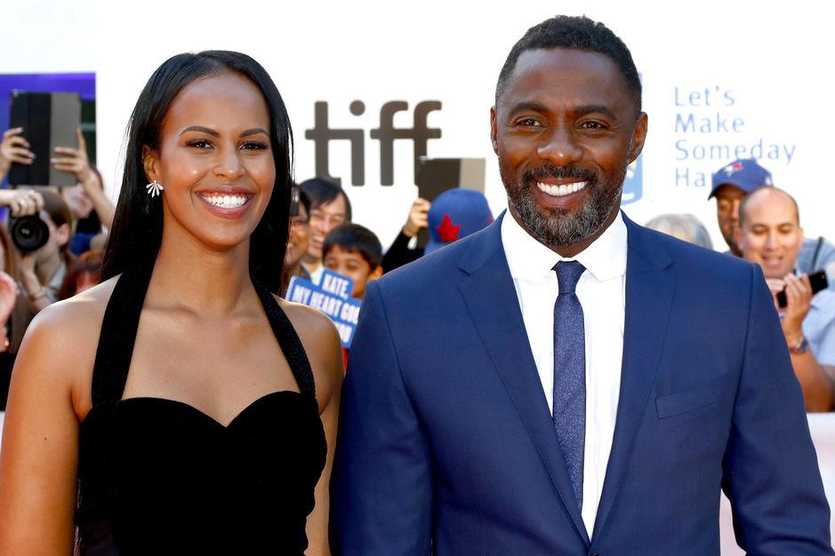 Idris elba fait sa demande en mariage dans un cinema